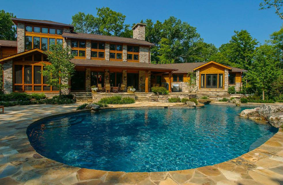 Freeform In-ground pool and spa by Swimming Pool Contractor in Nashville, Franklin, and Clarksville