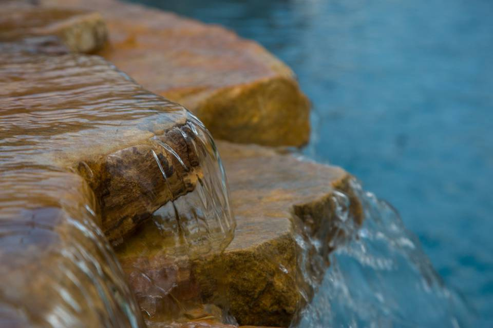 Water spilling into luxury In-ground pools and spas in Nashville, Franklin, Clarksville TN